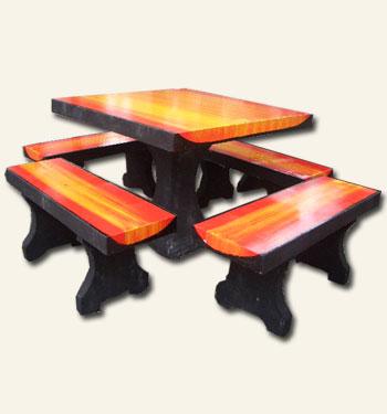 โต๊ะเหลี่ยมกลางลายไม้